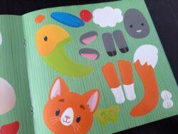 jak wygląda książeczka Naklejki Niespodzianki czyli jak zmienić gruszkę w kota
